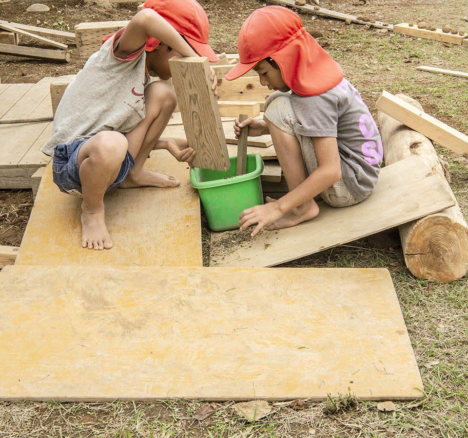 かもと乳児保育園 自然素材 木で遊ぶ