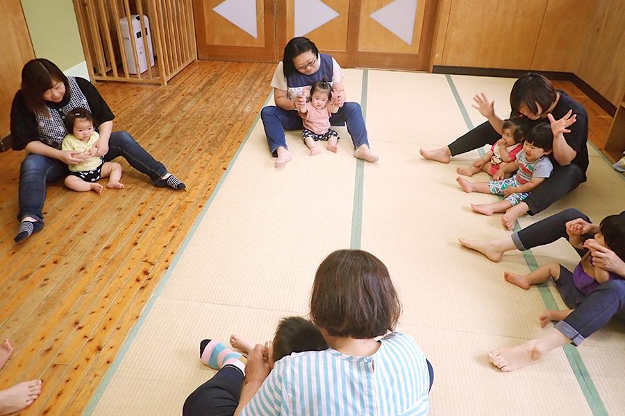 親子ビクスは親子で体を動かしながらリラックスして子育てをたのしみます